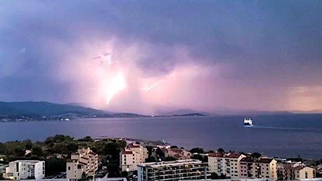 L'orage sur Ajaccio (Cathy Chz)