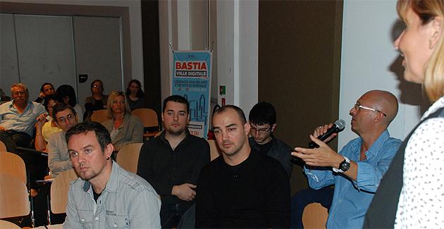 Plusieurs prestataires de service (Ici Eric Roux de Corsica Web) étaient présents à cette journée