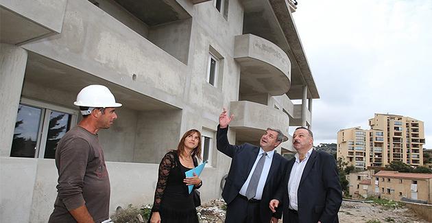 José Martelli (à droite) et Pierre Pages sur le chantier  de construction de 50 logements neufs chemin du Macchione