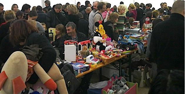 Ajaccio 2013 : Le père Noël avant l'heure au marché des jeunes