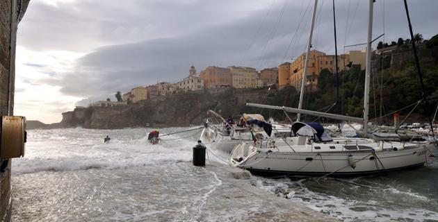 Bastia : Voilier malmené au Vieux-Port