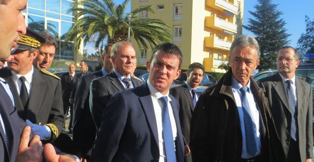 Le ministre de l'intérieur, Manuel Valls, à la caserne du groupement de gendarmerie de Haute-Corse.
