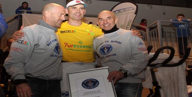 Entouré de son staff, Christophe Santini savoure ce record qui vient de tomber. (Photo SG).
