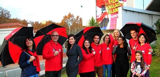 """L'actrice Véronique Volta présidente du jury, entourée de l'équipe d'""""Under My Screen"""", qui avait revêtu les couleurs du festival lors de l'ouverture officielle samedi à Ajaccio. (Photo : Yannis-Christophe Garcia)"""