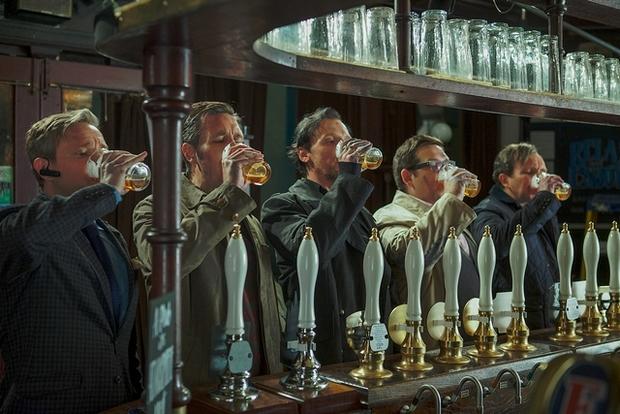 Mission « Barathon » pour les cinq larrons : 12 pubs et 60 pintes à engloutir en une nuit sans flancher. (DR)