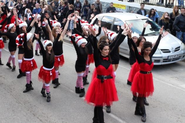 Les écoles de danse de la région ont animé cette parade en l'honneur du Père Noël (Photo SG)