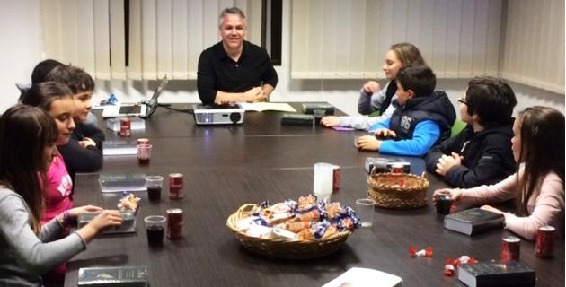 Un maire détendu autour de conseillers municipaux exigeants. (Photo SG)