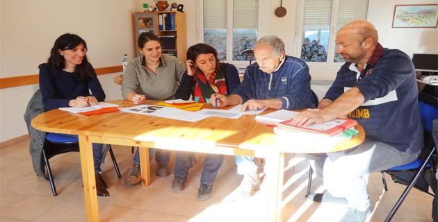 Lionel Mortini, président de la CC5P, Christian Argenti, maire de Pioggiola et les maîtres d'oeuvre lors de la première réunion de travail.
