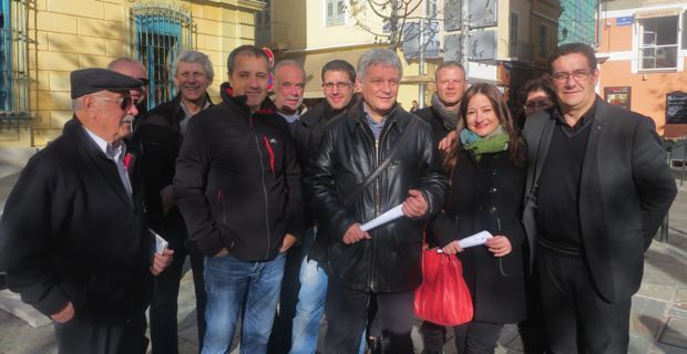 Dr Eric Simoni entouré des militants de Corsica Libera.