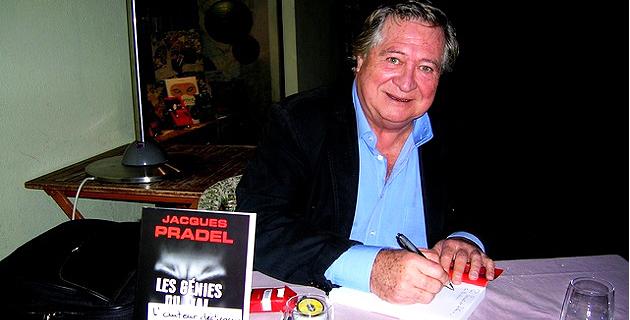"""Le journaliste et écrivain Jacques Pradel était récemment à Ajaccio pour présenter son dernier ouvrage """"Les Génies du Mal"""" et rencontrer ses lecteurs à la librairie La Marge. (Photo : Yannis-Christophe Garcia)"""