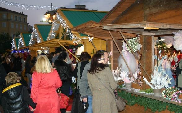 """Le marché de Noël d'Ajaccio """"visité"""" : Nouveaux vols dans quatre chalets"""