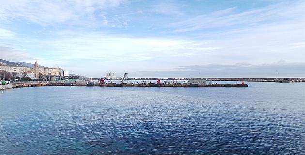 Le plan d'eau du port de Bastia vendredi matin : Désepérèment vide