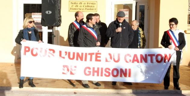 Jean Pierre Costantini Premier adjoint de Ghisoni a demandé à la population présente de poursuivre la mobilisation. (Photo Stéphane Gamant)