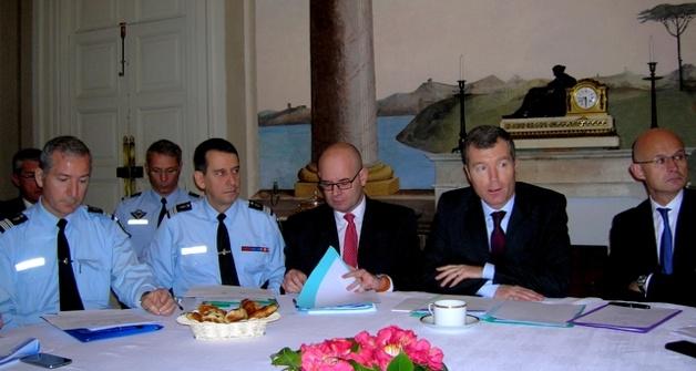 Le préfet de Corse Christophe Mirmand entouré des représentants des divers services de la sécurité, a présenté le bilan de l'activité des services, mardi matin en préfecture. (Photo : Yannis-Christophe Garcia)