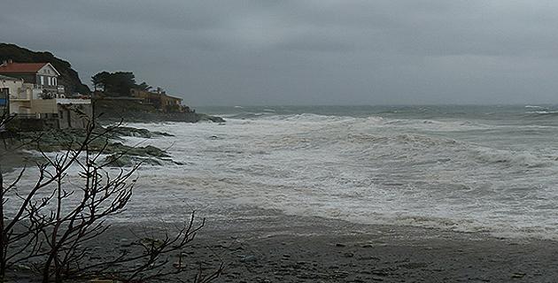 Les hauteurs de vagues attendues sont de 2 à 3 mètres sur la façade ouest du département.