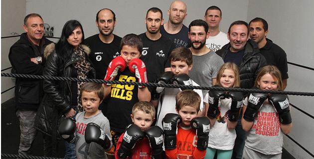 Mohamed Sanhaji entouré des membres de son club. (Photo SG).