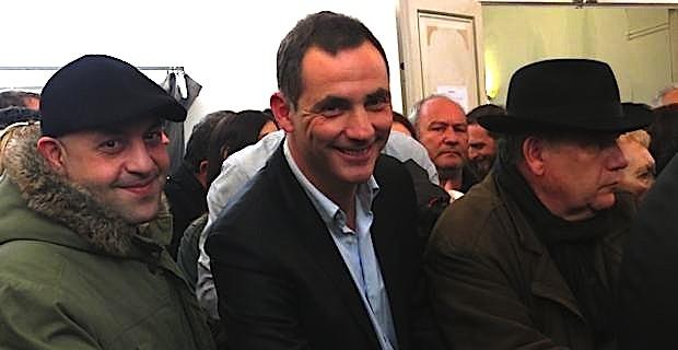 Gilles Simeoni, au bureau centralisateur de l'ancienne Mairie, place du marché.