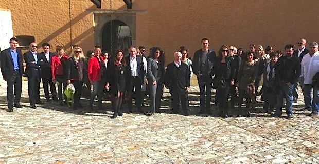 Vanina Pieri entourée des professionnels du tourisme devant le Palais des Gouverneurs à Bastia..