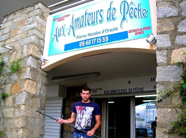 Depuis 2009, Pierre-Nicolas d'Orazio dirige, sur le port Tino Rossi, la boutique de matériel de pêche, fondée par Laurent d'Orazio en 1946. Perpétuant ainsi la belle tradition familiale. (Photo : Yannis-Christophe Garcia)