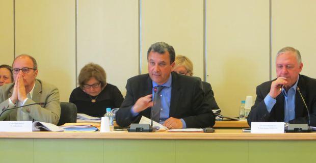 Le président de la CAB, François Tatti, entouré de ses deux premiers vice-présidents, Michel Rossi, maire de Ville-di-Pietrabugno, et Jacky Padovani, maire de San Martino-di-Lota.