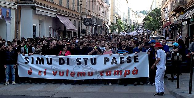 Simi di stu Paese : Des milliers de personnes dans les rues de Bastia puis des incidents
