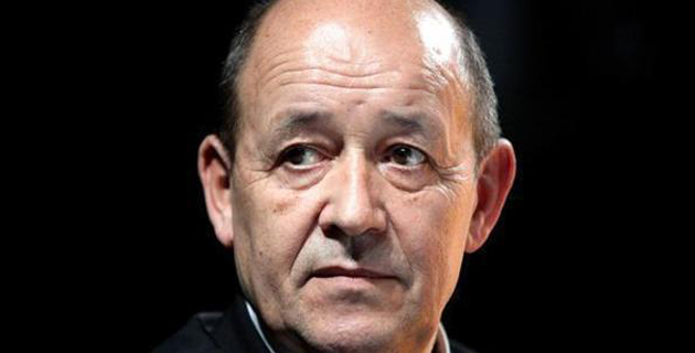 Jean-Yves Le Drian, ministre de la Défense, mardi au 2e REP de Calvi