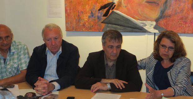 Les élus communistes, Francis Riolacci, conseiller municipal de Bastia, et Michel Stefani, conseiller territorial, candidat suppléant, aux côtés de la député sortante, Marie-Christine Vergiat.