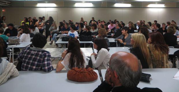 Près de 200 opposants à la réforme des rythmes scolaires.