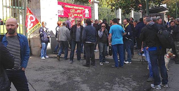 Postiers en grève à Ajaccio : Rassemblement devant la préfecture