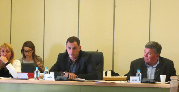 Gilles Simeoni, maire de Bastia, entouré d'Emmanuelle de Gentili, 1ère adjointe, et de Jean-Louis Milani, 2ème adjoint.