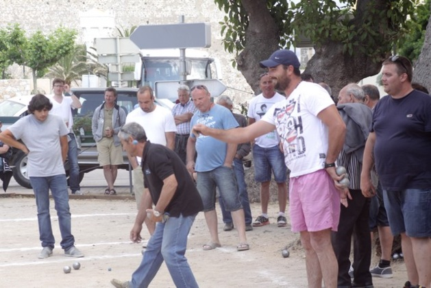 Bracconi- Guerrini remporte le concours de pétanque du Muvimentu di a giuventu calvese