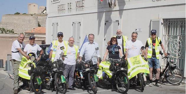"""Vélo-Solex des années 70 et """"Gilets Jaunes"""" : Ils roulent pour la sclérose en plaques"""