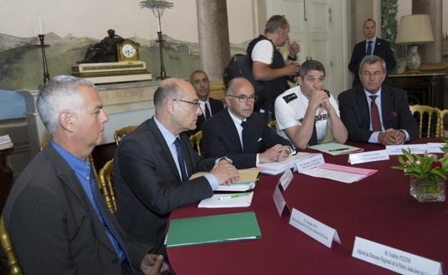 """Bernard Cazeneuve: """"Un plan pour aller plus loin dans la lutte contre la criminalité"""""""