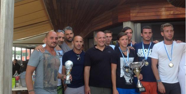 Les vainqueurs Alessadri-Susini, les deuxièmes Achard-Ferri et les troisièmes Farina-Torre