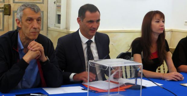 Le maire de Bastia, Gilles Simeoni, entourés des conseillers municipaux : Michel Castellani et Leslie Pellegri.