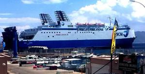 """Le """"Monte d'Oro"""" toujours au port : L'inquiétude des commerçants de L'Ile-Rousse"""