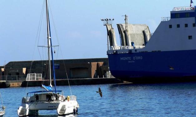 """Le """"Monte d'Oro"""" immobilisé à L'Ile-Rousse : Quelques mètres suffiraient…"""