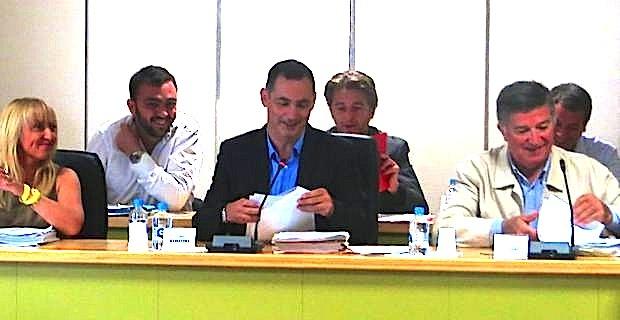 Gilles Simeoni, maire de Bastia, entouré des deux premiers adjoints, Emmanuelle de Gentili et Jean-Louis Milani.