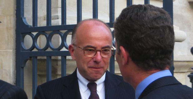 Bernard Cazeneuve, ministre de l'intérieur, et Christophe Mirmand, préfet de Corse, devant le Senat.