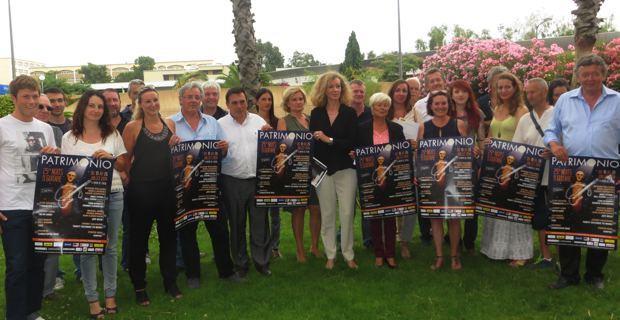 Jean-Bernard Gilormini, entouré des organisateurs et des sponsors des Nuits de la Guitare de Patrimoniu.
