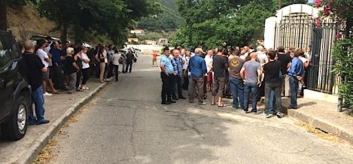 Sartène : Les socioprofessionnels devant la sous-préfecture