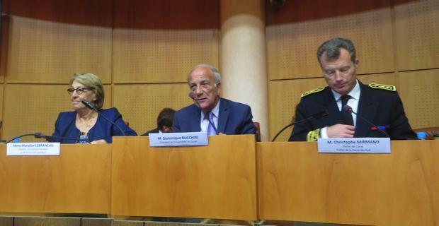 Marylise Lebranchu, ministre de la fonction publique et de la décentralisation, Dominique Bucchini, président de l'Assemblée de Corse, et Christophe Mirmand, préfet de Corse.
