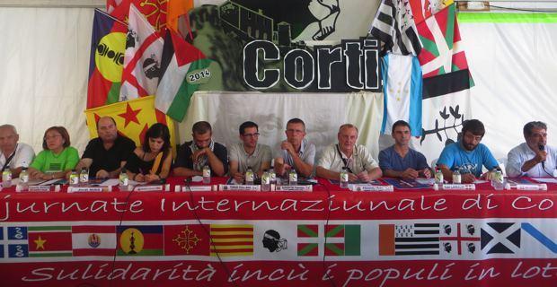 Les délégations des mouvements indépendantistes autour des membres de Corsica Libera.