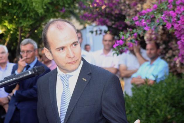 Réception dans les jardins de la sous-préfecture de Calvi pour le départ de Chistian Guyard
