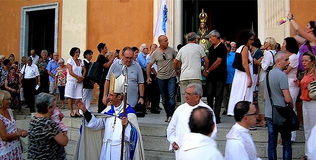 Une nouvelle fois, les Ajacciens ont ainsi témoigné avec ferveur, de leur attachement à la Sainte Reine de Corse. (Photo : Yannis-Christophe Garcia)