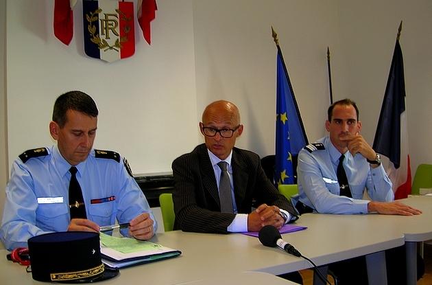 (De gauche à droite sur la photo) Le Général Cayet, le Procureur Xavier Bonhomme et le Commandant Capsié. (Photo : Yannis-Christophe Garcia)