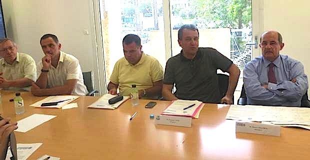 Dominique Cervoni, maire de Luri, Gilles Simeoni, maire de Bastia, André Maury, adjoint au maire de Brando, François Tatti, président de la CAB, Pierre Chaubon, maire de Nonza et président de la communauté de communes du Cap Corse, Michel Rossi, maire de Ville di Pietrabugno.