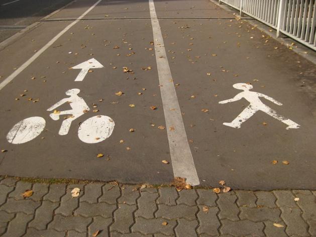 La ligne 21040920 : le Bistrot du cours invite à réfléchir ensemble sur l'intégration du vélo dans le plan de déplacement urbain de la ville d'Ajaccio
