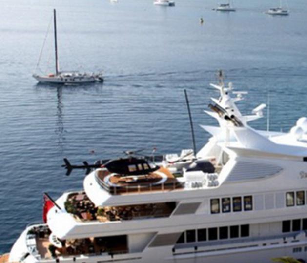 Le casse-tête d'un pilote d'hélicoptère pour se poser sur un yacht à Calvi
