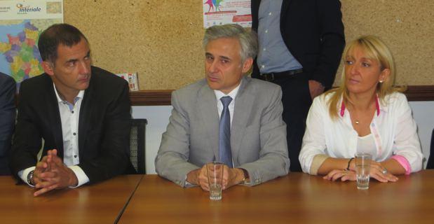 Gilles Simeoni, maire de Bastia, Pierre-Emmanuel Leclerc, nouveau rapporteur régional de la DG Régio à la Commission européenne, et Emmanuelle de Gentili, conseillère exécutive en charge des affaires européennes et 1ere adjointe à la mairie de Bastia.